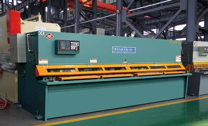 Nguyên lý hoạt động và cấu tạo của máy cắt tôn thủy lực